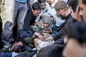 Eine Mutter beklagt den Tod Ihres Sohnes, der in Syrien getötet wurde. Flickr/Freedom House
